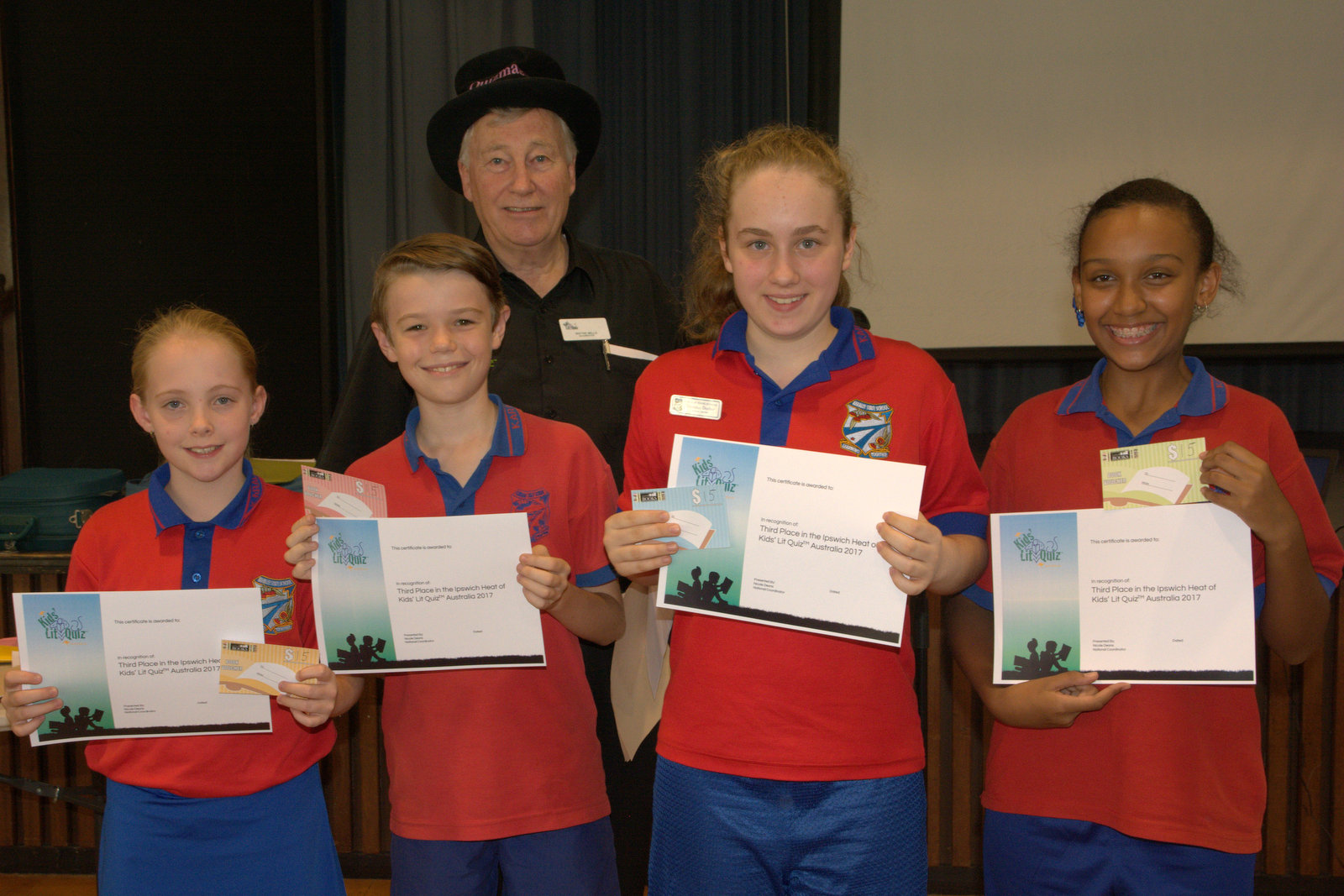 Karalee State School team with Wayne Mills